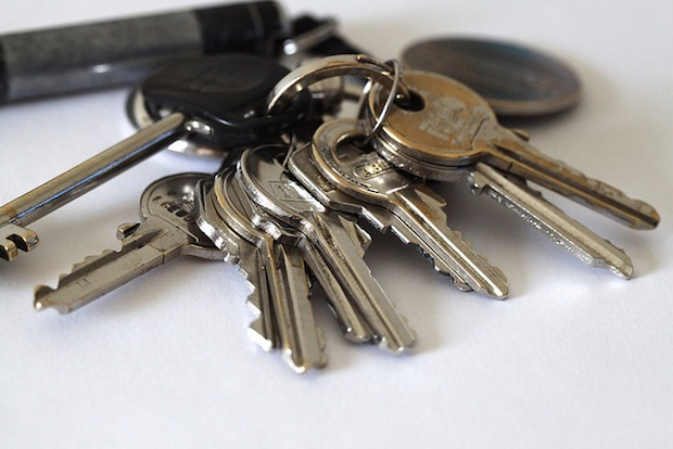 Shloosl Will Make a Copy of Your House Key Using Only a Couple of Photos keys1