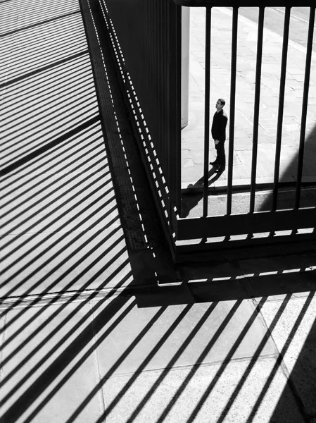 Photographer Uses Light and Shadows to Frame Human Forms in the City manonearth 2