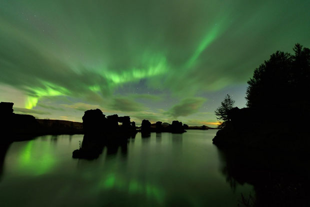 Beautiful Photos of Auroras Shimmering Over Iceland by Stéphane Vetter auroraphoto 12