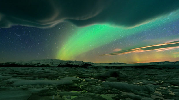 Beautiful Photos of Auroras Shimmering Over Iceland by Stéphane Vetter auroraphoto 16