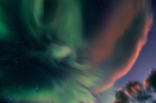Beautiful Photos of Auroras Shimmering Over Iceland by Stéphane Vetter auroraphoto 7