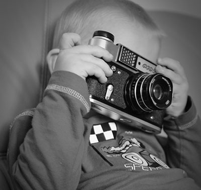 The Decisive Moment and the Brain holdingcamera