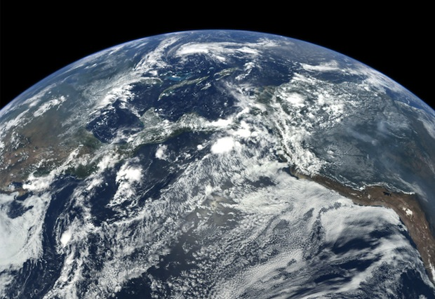 Amazing Time Lapse of Earth Captured by Spacecraft Leaving Our Planet messenger2