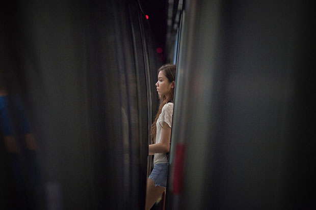 Slices of Life: Commuters Framed by the Gap Found in Subway Stations pleasemindthegap 10