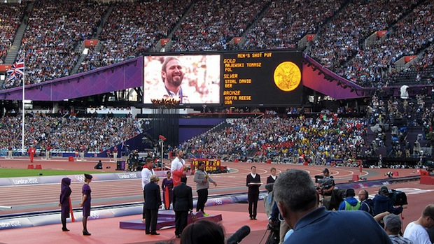 Nearly Deleted Photo Overturns Foul Call, Clinches Gold Medal for Shot Putter shotput2