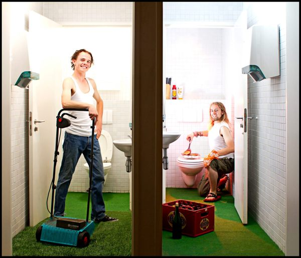 Toilet Diaries Turns Joint Bathrooms Into a Never Ending Source of Photo Humor toiletdiaries15