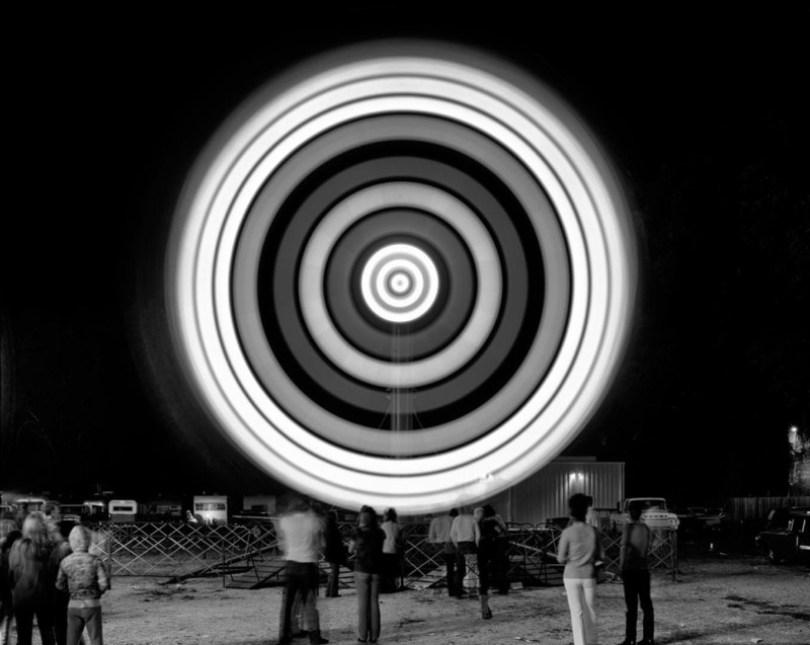 Vailspinningcarnivalridweb0 800x637 - Fotos sensacionais tiradas em parque de diversões utilizando longa exposição
