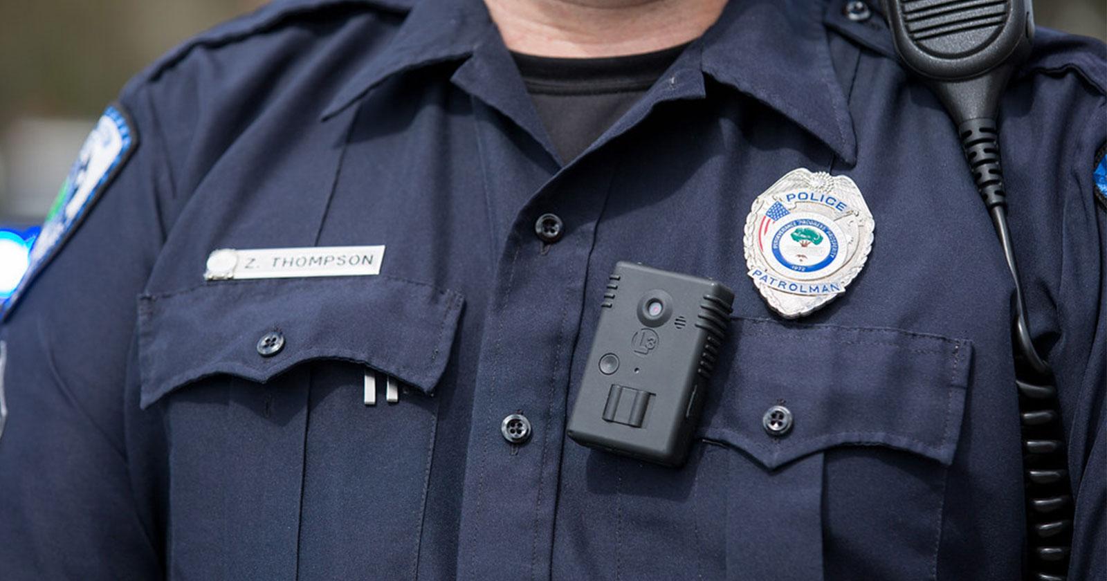 Mettere la telecamera sulla polizia porta a un minor uso della forza, risultati di uno studio