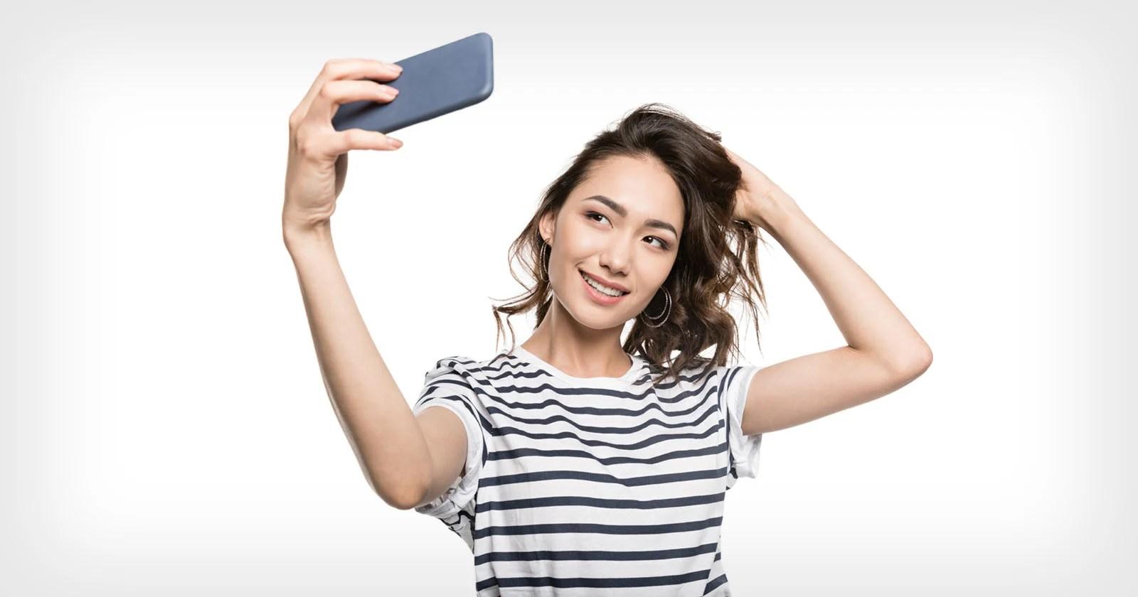 Cultura del selfie: cosa dice di te la tua scelta dell'angolazione della telecamera