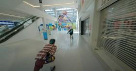 """Il pilota di droni che ha girato il video virale di FPV """"Bowling Alley"""" continua a stupire"""