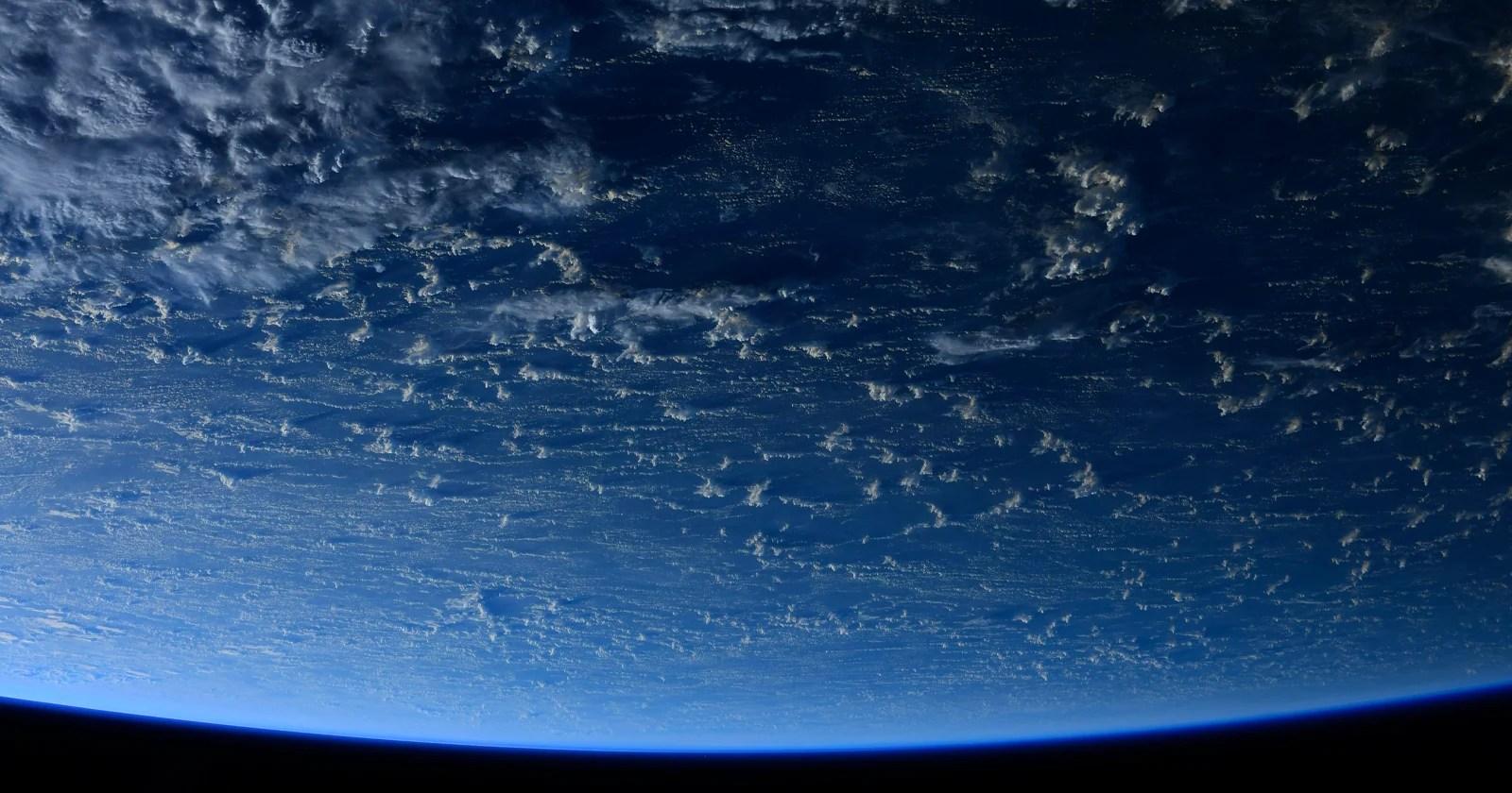 Queste foto dallo spazio fanno sembrare la Terra un mondo acquatico