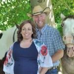 Photobombs a cavallo Servizio di maternità, sorrisi per la macchina fotografica