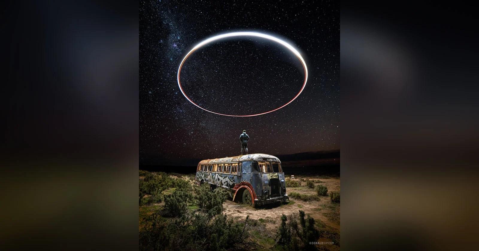 """Foto di """"Halo"""" su un autobus abbandonato ripresa con la luce del drone"""