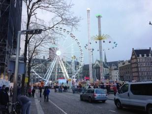 งานเทศกาลบริเวณ Dam Square ที่ใจกลางเมือง Amstedam