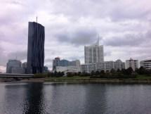 วิวของฝั่งเมืองใหม่จากบนเกาะ Donauinsel