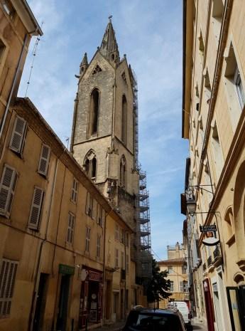 หอคอยที่เห็นสูงๆคือหอคอยของ Saint Jean de Malte