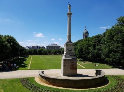 เริ่มต้นจากสวน Parc du Thabor กันเลย โดยเริ่มเดินเข้าจากฝั่งโบสถ์ Église Saint-Melaine