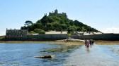 Menos famoso do que seu homônimo francês, o Mont Saint Michel inglês também só pode ser acessado quando a maré está baixa. Está localizado no pitoresco vilarejo costeiro de Marazion.