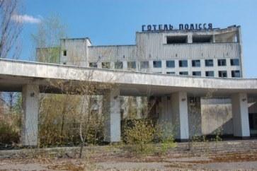 8410103-apr-25-2009-zona-de-chernobyl-ciudad-perdida-pripyat-ruinas-modernas-ucrania-kiev-region-april-14-20