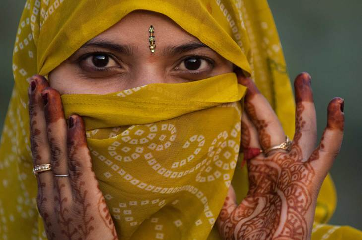 A woman dressed for Diwali. Photo by travel photographer Pete Oxford.