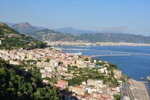Vietri sul Mare mit Salerno (Almalfkiküste, Italien)