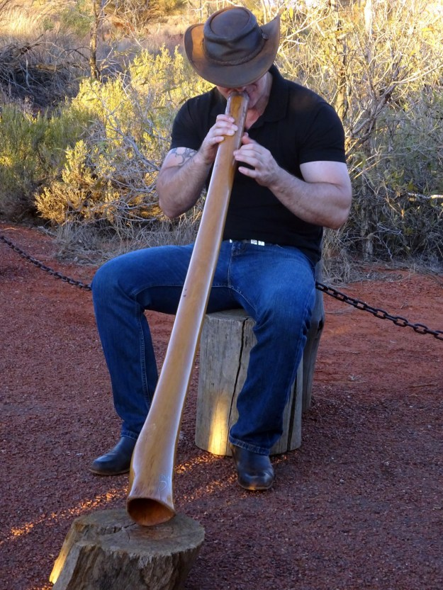 digeridoo man at uluru