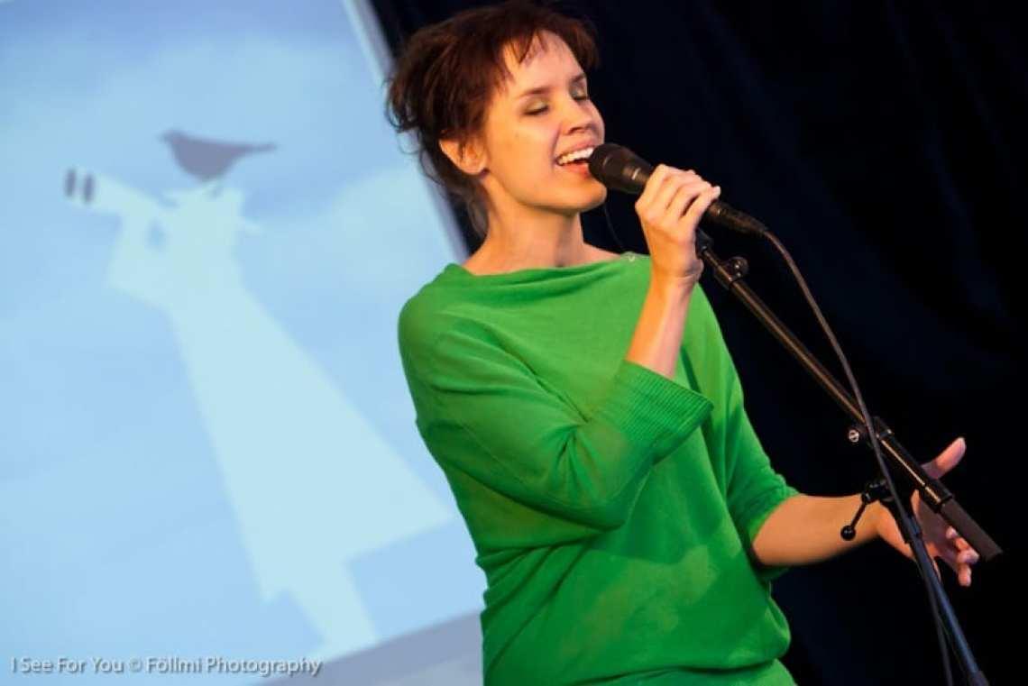 Nynke Laverman zingt 'Eftereach', gecomponeerd voor de Dag van de Ruimtelijke Kwaliteit in 2012 (met Sytze Pruiksma en Tsjêbbe Hettinga)