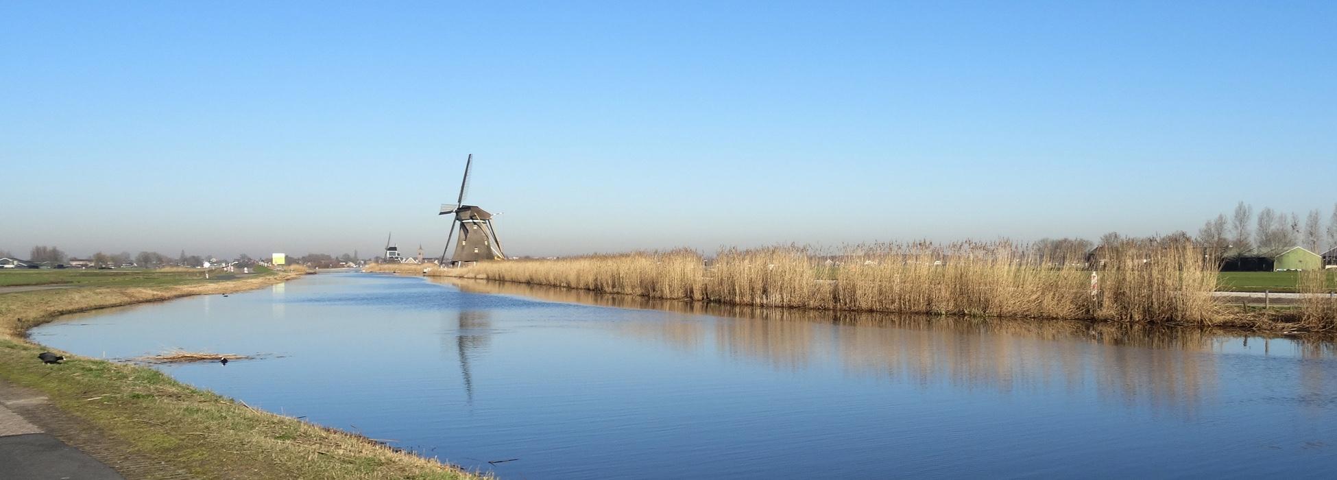 De ammerse boezem met hollandse molen in de Alblasserwaard