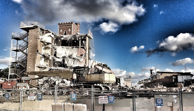 The Red Castle Hotel being demolished.