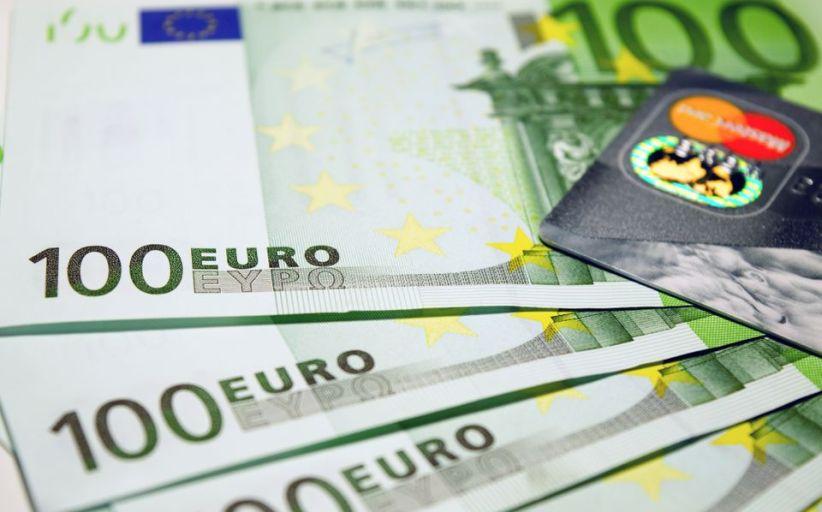 Kun tre kredittkort gir gratis uttak i utlandet