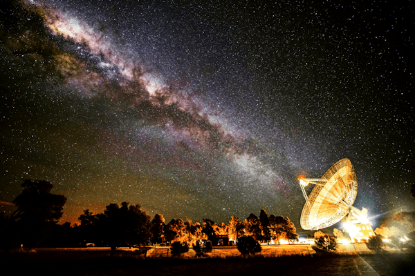 Radio telescope Milky Way [see Acknowledgements for Image Credit]