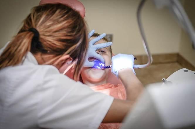 치과 의사, 치료받는 어린이