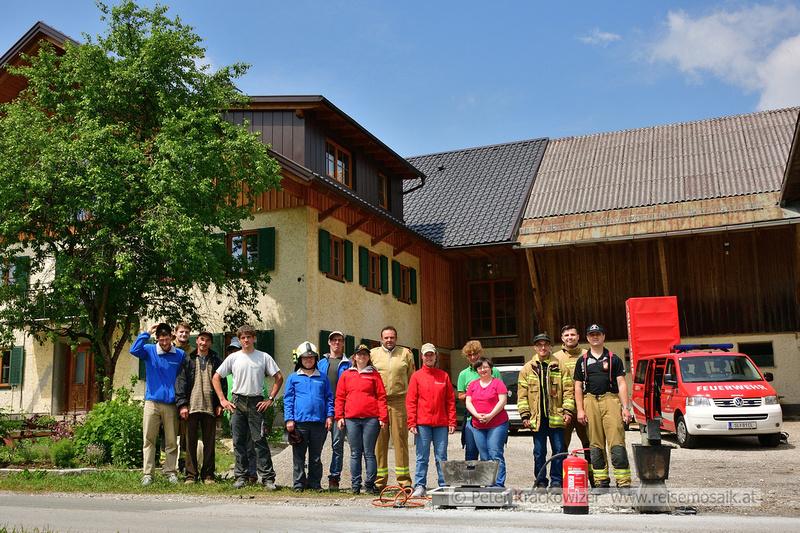 Peter Krackowizer: Arcushof Feuerlöscher-Schulung und Spendenübergabe &emdash; Arcushof_FF_032_Feuerloeschuebun