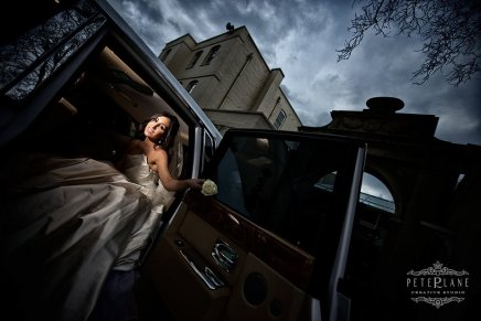 italian wedding photographer Sopwell house - bride in car