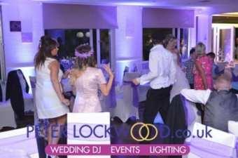 wedding-guests-dancing-in-Brookdale-golf-club