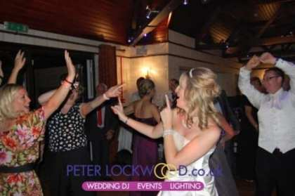guests-dancing-nutters-restaurant-rochdale