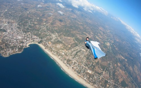 Peter Salzmann, Wingsuit on the back