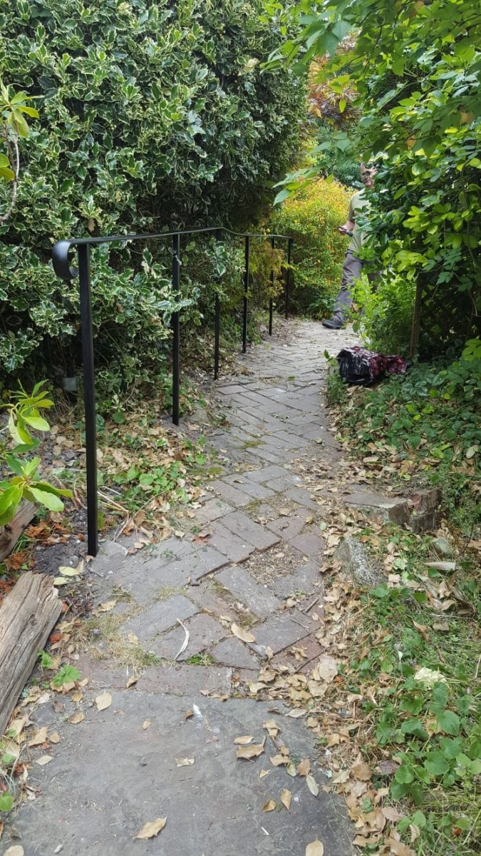 Path border handrail