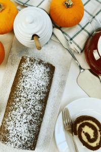 Pumpkin Roll Holiday Table
