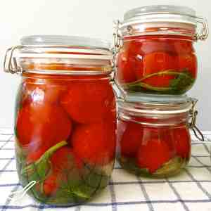 This traditional way of preserving or fermenting tomatoes has been used in Russia for hundreds of years. From my babushka to your kitchen! Fermented Pickled Tomatoes (солёные помидоры)