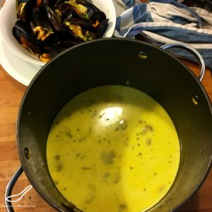 Mussels in a Creamy White Wine Sauce prep