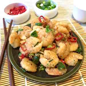 Salt and Pepper Shrimp is a favourite dish found at many western Chinese restaurants. It's quick, crunchy and delicious, a perfect appetizer!