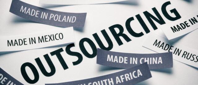 Outsourcing kan offshore en nearshore - uitbesteden, offshoring, nearshoring