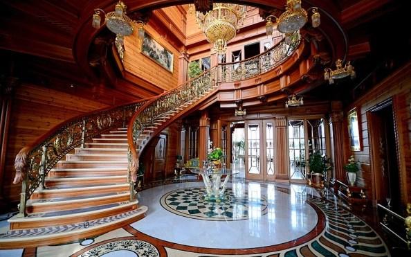 yanukovich_staircase