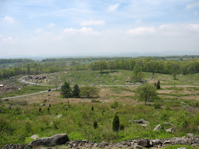 Looking at The Devil's Den from Little Round Top.