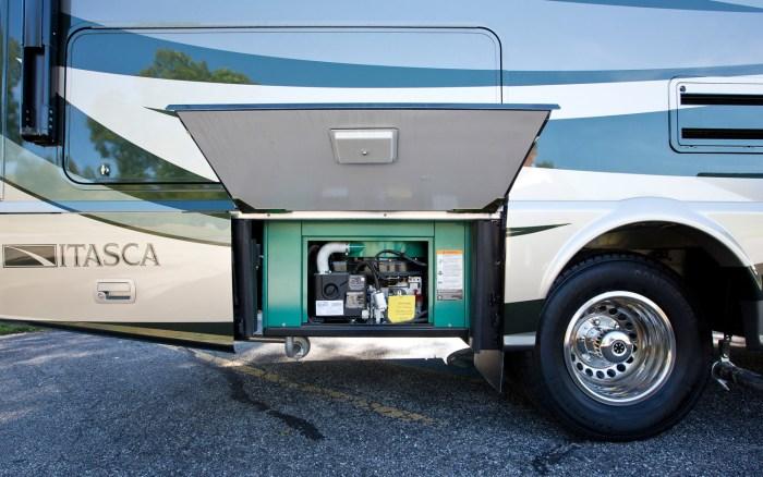 Mercedes-Benz-Winnebago-Itasca-Reyo-25T-RV-generator
