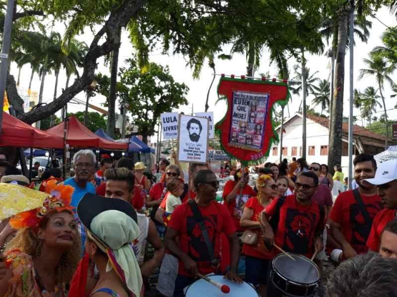 multidão em Olinda