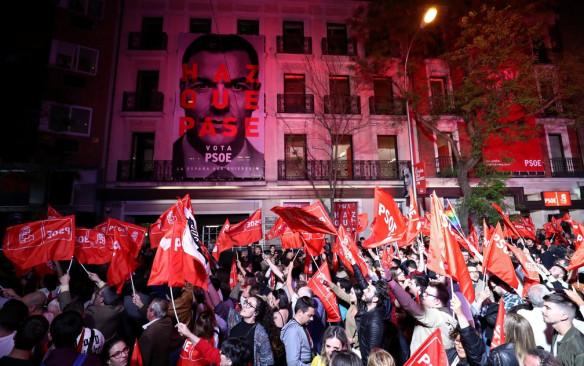 Manifestação em frente à sede do PSOE