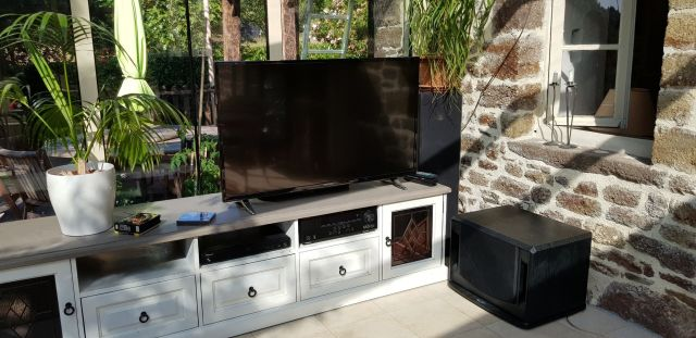 TV and Soundsystem