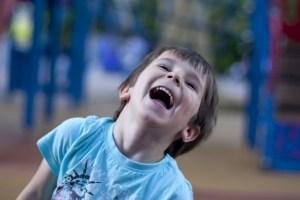 sur le chemin de l'école, rire
